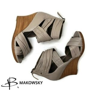B' Makowsky bfdoogie leather tan wedge shoes